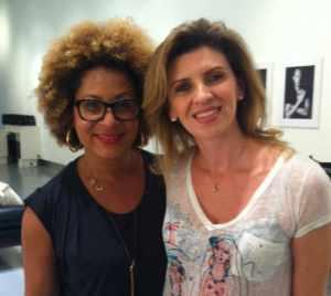 Lori Taylor, maquiadora global da marca, entregou truques de efeito rápido para colocar em prática já!