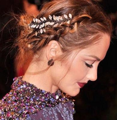 Olhe só que coisa mais linda e romântica a frente do look.